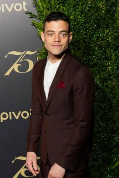 Rami-Malek-Christian-Slater-Mr-Robot-2016-Peabody-Awards-Red-Carpet-Fashion-Tom-Lorenzo-Site (3)