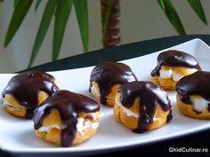 Profiterol cu ciocolata: o reteta cu ingrediente atat de putine si simple, dar cu un rezultat extraordinar. Fruit, Food, The Fruit, Meals, Yemek, Eten