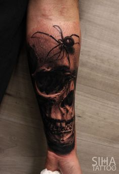 Spider & Skull by Mocho at Siha Tattoo Barcelona