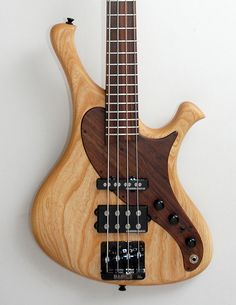Everson Guitars Caiman 'T-4P'. This is the stripped down passive version of Paul's Caiman model - exclusive to The Great British Bass Lounge. Swamp ash body, super fast & slim maple/walnut neck and big & beefy Seymour Duncan Basslines pickups.