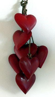 guirlande_coeurs_rouges (garland of red hearts) I Love Heart, Key To My Heart, Heart Art, Happy Heart, Heart Crafts, Felt Hearts, Love Symbols, Sacred Heart, Be My Valentine
