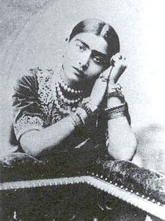 Gauhar Jaan of Calcutta: (1873-1930): was the prima donna of Indian classical music as she became the first woman and classical musician of the sub-continent to record commercially for the Gramophone Company in November 1902. Born an in Azamgarh, Gauhar shifted to Banaras and Calcutta and was a diva of her times with her pictures appearing on post cards and match boxes made in Austria! She died as a state guest in Mysore State in 1930.