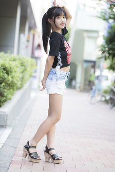 Best 12 Mssgraph on Cute Girl Dresses, Little Girl Dresses, Girl Outfits, Cute Outfits, Cute Young Girl, Cute Little Girls, Sweet Girls, Beautiful Japanese Girl, Beautiful Asian Girls