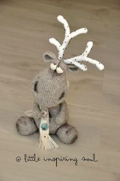 Little Inspiring Soul : crochet amigurumi Crochet Deer, Knit Or Crochet, Cute Crochet, Crochet Animals, Crochet Amigurumi, Amigurumi Patterns, Crochet Toys, Crochet Patterns, Yarn Crafts