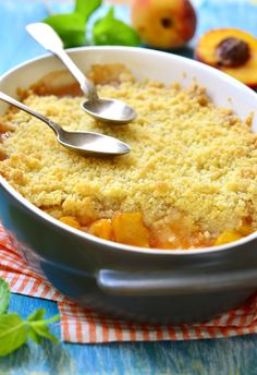 Combine the sweet peaches with the nutty almond flavor to make this decadent dessert a great alternative to an apple crisp. Best if served warm with a dollop of vanilla ice cream! Peach Crumble, Crumble Topping, Peach Crisp, Apple Crisp, Sweet Peach, Macaroni And Cheese, Curry, Ethnic Recipes