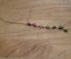 Wire-wrapping with beads: how to make a wire-wrapped chain link. FREE tutorial on the Craftsy blog!