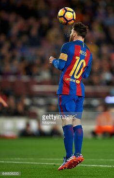 Fotografía de noticias : Lionel Messi of Barcelona shoots to score their...