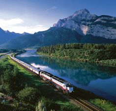 rocky mountaineer train - Gold class with the glass roof