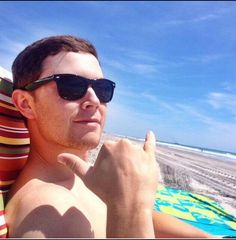 Scotty McCreery. Enjoying the Sun...