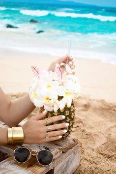 pineapple cocktail withe flowers on the beach maui ℓιкє тнιѕ ρι¢? fσℓℓσω мє fσя мσяє @αмутяαи444