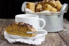 Пряное тыквенное бискотти с латте и шоколадом