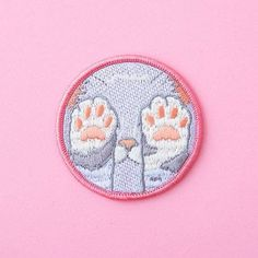 This absolutely adorable kitty patch. 21 Cute AF Embroidered Patches You'll Need In Your Life Look Patches, Cute Patches, Pin And Patches, Iron On Patches, Embroidery Patches, Embroidered Patch, Mo S, Cute Pins, Badges