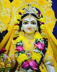 Hare krishna Radha Krishna Temple, Radha Radha, Krishna Lila, Jai Shree Krishna, Cute Krishna, Krishna Art, Radhe Krishna, Lord Krishna Images, Krishna Photos