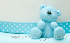 Blue Fondant Teddy Bear for a baby boy Bolo Fondant, Fondant Toppers, Fondant Cakes, Cupcake Toppers, Cupcake Cakes, Decors Pate A Sucre, Christening Cake Boy, Cookie Dough Cheesecake, Cupcakes Decorados