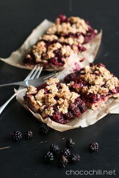 gluten free vegan blackberry oat crumble bars // chocochili.net