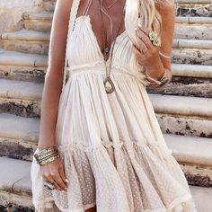 10 Boho Fashion Outfit Ideas To Try Now ! Shop Boho chic street fashion style women's clothing & apparel as featured on Pasaboho. Check it out ! Gypsy Style, Hippie Style, Bohemian Style, Boho Chic, Bohemian Fashion, Boho Gypsy, Vintage Fashion, Bohemian Dresses, Hippie Boho