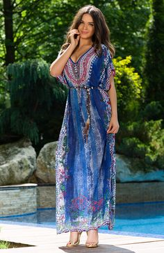 The V-neckline with kimono sleeves and the maxi lenght adds a fluid fit to this maxi dress Hot Beach, Boho Inspiration, Beachwear, Swimwear, Summer Sale, Summer Collection, Day Dresses, Chic Outfits, Boho Chic