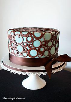 """Adorable Cake! I need to do something like this with one of my """"no specific plan"""" cakes that I get sometimes."""