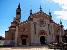 Trezzo d'Adda (Milan): Facade of the Church of the saints Gervaso and Protaso