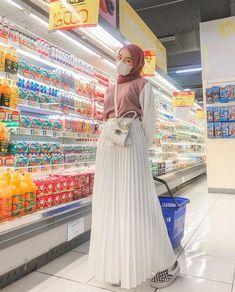 Modern Hijab Fashion, Street Hijab Fashion, Kpop Fashion Outfits, Dress Muslim Modern, Casual Hijab Outfit, Ootd Hijab, Gw, Random, Life