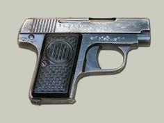 DUO 6,35 mm Pistole založená na Browningu 1906, vyráběná společností F. Dušek v Opočně.