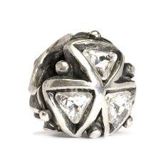 ✔️ Triangoli di Cristallo - Un ciondolo avvolto di magia, classe ed eleganza. La purezza del cristallo lo rende adatto alle occasioni più importanti donando luce a chi lo indossa.