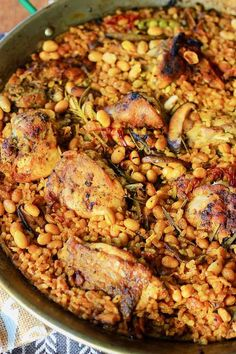 Paella Valenciana is the original Spanish rice dish that traces its modern roots in the mid-19th century on the east coast of Spain. Spanish Tapas, Spanish Rice, Spanish Food, Spanish Recipes, Chicken Paella, Seafood Paella, Valenciana Recipe, Tapas Recipes, Tapas Ideas