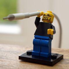 FamousBrick ist ein kleines Start-up aus Lindau in Deutschland, das sich darauf spezialisiert hat, LEGO-Figuren mit berühmtem Konterfei anzubieten, so zum Beispiel Steve Jobs oder Bill Gates. Der verstorbene Apple-Chef ist bislang der Allzeit-Favorit bei den Käufern, wie uns Geschäftsführer Pascal Giessler im Interview verriet. Doch neben den vielen LEGO-Gesichtern aus der Technologie-Branche möchte man(...). Weiterlesen!