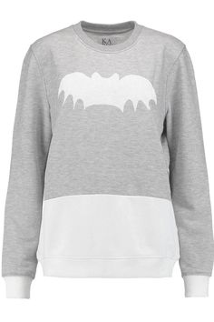 Zoe Karssen collections can best be described as easy to wear, tees and jersey sweaters for the cool girls in town. Simplicity was the key, mixing themes and references from Rock n Roll to fashion, famous icons, and quotes and with a distinct emphasis on popular culture their quirky but fun styles have quickly gained a loyal following. Bat boyfriend sweater with print, round neck, full length sleeves with dropped shoulders. Machine washable.    Measurements-small-chest width: 57cm, front…