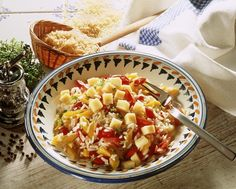 Paprika-Käsesalat mit Reis - smarter - Zeit: 40 Min. | eatsmarter.de