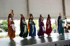 NAJMARABIC EN CHURRIANA La Asociación de Mujeres Najmarabic, ha colaborado hoy en la fiesta del Día de Andalucía de Churriana, con varios números de danza oriental . Tras su actuación, ha recibido una placa de manos del Alcalde de Málaga, D. Francisco de la Torre.