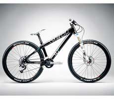 Yeti dirt jumper, sleek looking steed. Bmx Dirt, Dirt Biking, Yeti Cycles, Montain Bike, Dirt Jumper, Adventure Tours, Bike Parts, Custom Bikes, Mtb