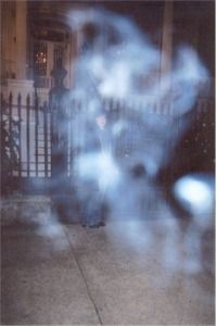 A ghost ectoplasm mist hovers in front of a haunted house. Real Haunted Houses, Haunted Places, Scary Places, Weird Stories, Ghost Stories, Paranormal Pictures, Paranormal Stories, Ghost Pictures, Ghost Pics
