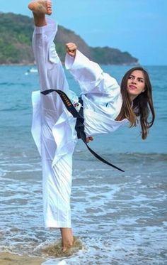 Female Martial Artists, Martial Arts Women, Woman Warrior, Beautiful Athletes, Art Women, Gladiators, Yoko, Karate, Kicks