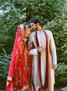 awesome Bold Outdoor Indian Wedding - Once Wed Indian Wedding Poses, Outdoor Indian Wedding, Indian Wedding Couple Photography, Mehendi Photography, Indian Weddings, Photography Ideas, Indian Bridal, Indian Engagement Dress, Hindu Wedding Photos