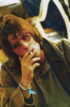 Liam Gallagher - Oasis's Band Style Is All the Fall Wardrobe Inspiration You Need Liam Gallagher Oasis, Noel Gallagher, Le Happy, Banda Oasis, Oasis Band, Liam And Noel, El Rock And Roll, Rock Y Metal, Rock Music