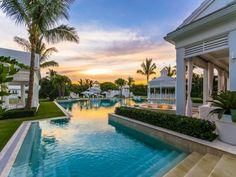 La maison de Céline Dion en Floride à vendre ! - Visit the website to see all photos http://www.amenagementdesign.com/architecture/la-maison-de-celine-dion-en-floride-a-vendre