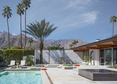 Tour Palm Springs's Most Iconic Midcentury-Modern Homes by Richard Neutra, Albert Frey, and John Lautner - The Leff-Florsheim House. Designed by Donald Wexler as the Florsheim family's winter retreat, thi - Richard Neutra, Richard Meier, Palm Springs Houses, Palm Springs Style, Midcentury Modern, Albert Frey, Bungalow, Palm Springs Mid Century Modern, Modern Minecraft Houses