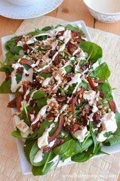 Sałatka z boczkiem, szpinakiem, fetą i suszonymi pomidorami Appetizer Recipes, Salad Recipes, Dinner Recipes, Vegetarian Recipes, Cooking Recipes, Healthy Recipes, Leafy Salad, Vegan Cafe, Food Dishes