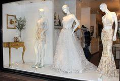 La vidriera de Claudia Arce Store  esta siempre renovada, allí encontramos un vestido de novia a puro brillo con detalles únicos y soñado...