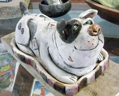How to Decorate Ceramic Tiles Pottery Animals, Ceramic Animals, Clay Animals, Dog Sculpture, Animal Sculptures, Ceramic Pottery, Pottery Art, Pottery Ideas, Paper Clay