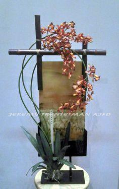 Artificial Orchids and Bamboo on Art glass Flower Names, Flower Art, Flower Arrangement, Floral Arrangements, Flower Decorations, Table Decorations, Asian Flowers, Artificial Orchids, Special Flowers