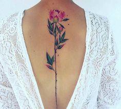Elegante Tattoo Motive für Wirbelsäule von besonderem Reiz