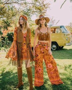 Bohemian fashion ideas, flower print clothing Hippy Fashion, 60s And 70s Fashion, 70s Inspired Fashion, Look Fashion, Retro Fashion, Bohemian Fashion, Fashion Vintage, Fashion Men, Seventies Fashion