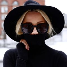 black turtleneck + wide-brimmed hat + rounded sunnies.