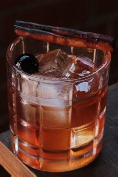 Bourbon Cocktails, Whiskey Cocktails, Cocktail Drinks, Cocktail Recipes, Cocktail Shaker, Bourbon Liquor, Drinks With Bourbon, Raspberry Cocktail, Cocktail Ideas