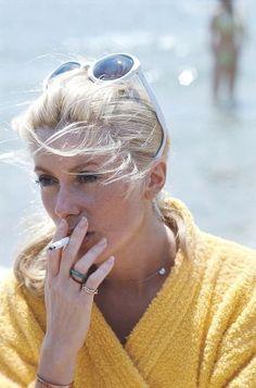 Catherine Deneuve on the set of La Chamade. People Smoking, Smoking Ladies, Girl Smoking, Catherine Deneuve, Beautiful Female Celebrities, Beautiful Actresses, Jeanne Moreau, Blind Girl, Yves Saint Laurent
