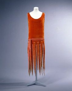Evening dress by Voisin of Paris, 1925. In Victoria & Albert Collection.