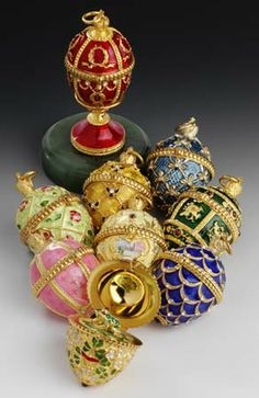 These mini Fabergé eggs are SO ADORABLY BEAUTIFUL.