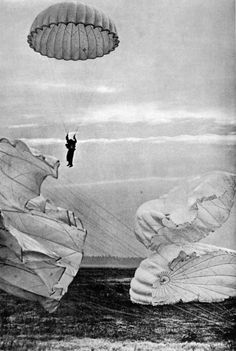 "When they said they would gladly ""drop you wherever you wanted to go"" should have been taken more literally!  Martin Munkacsi - Skydivers, United States, c.1935-45. S)"